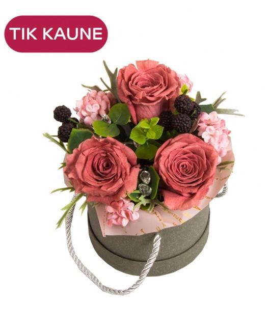 Rožinių miegančių rožių kompozicija dėžutėje