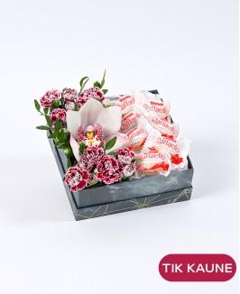 Gėlių dėžutė su Rafaello saldainiais