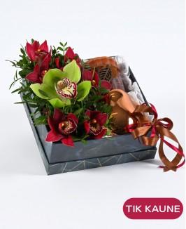Tamsi gėlių dėžutė su dovanėle