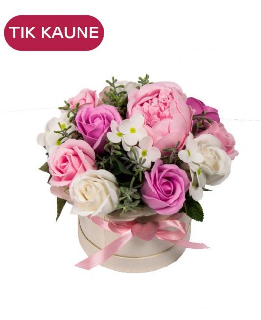 Rožinių muilo rožių kompozicija dėžutėje