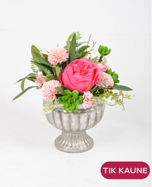 Rožinė muilo gėlių kompozicija