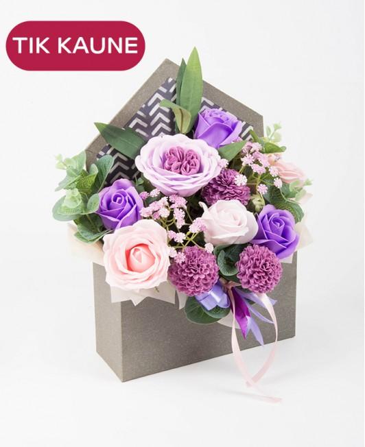 Violetinė muilo gėlių kompozicija