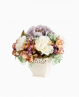 Šviesių gėlių kompozicija