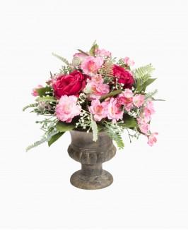 Rožinių gėlių kompozicija