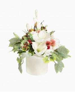 Šviesių spalvų dirbtinių gėlių kompozicija