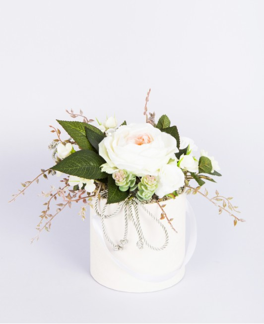 Dirbtinių gėlių kompozicija dėžutėje