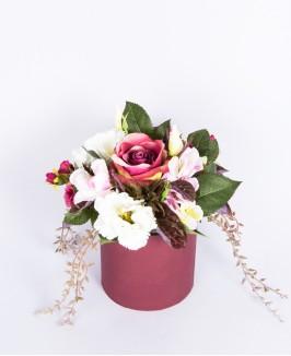 Dirbtinės gėlės dėžutėje