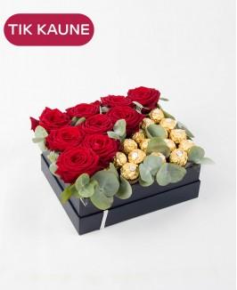 Saldi dovanų dėžutė su gyvomis rožėmis