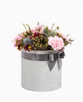 Įvairios gėlės dėžutėje 2