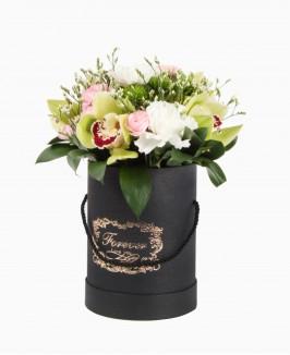 Dėžutė su įvairiomis gėlėmis
