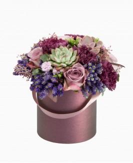 Violetinių gėlių dėžutė