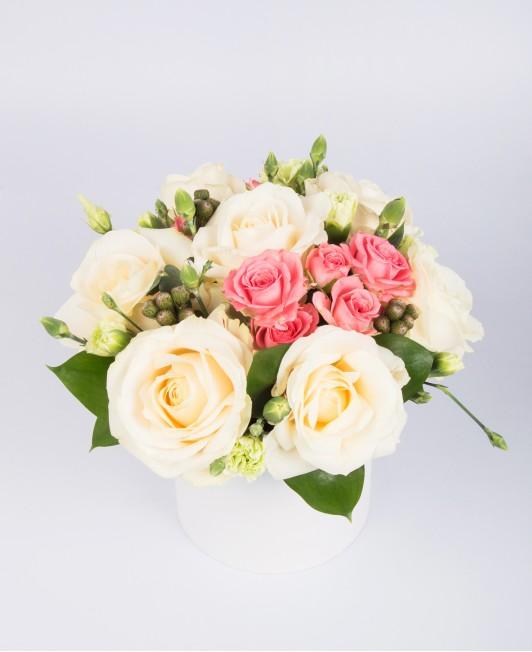 Gėlės baltoje dėžutėje