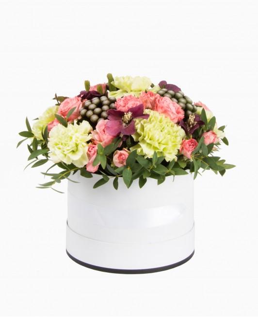 Įvairios gėlės dėžutėje