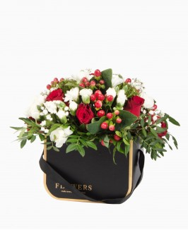 Gėlės juodoje dėžutėje