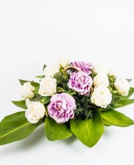 Gedulo kompozicija su dirbtinėmis gėlėmis