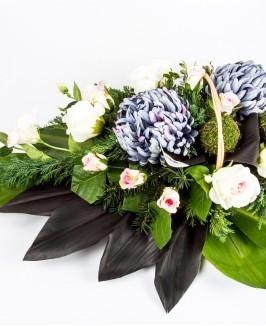 Dirbtinių gėlių gedulo kompozicija