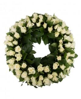 Gedulo vainikas iš baltų rožių