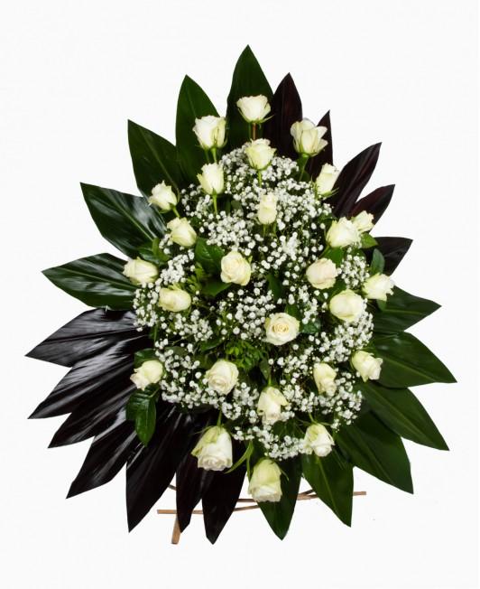 Gedulo kompozicija su baltomis rožėmis