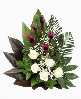 Gėlių kompozicija su kalijomis