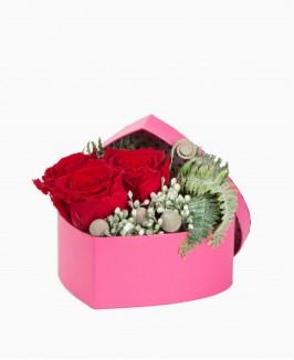 Miegančių rožių kompozicija dėžutėje