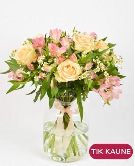 Vasariška alstromerijų puokštė su rožėmis