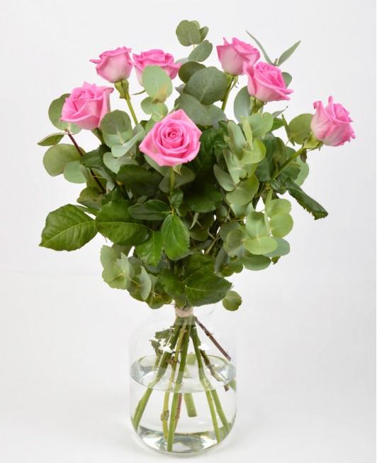 Puokštė su rožinėmis rožėmis