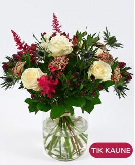 Baltų rožių puokštė su alstromerijomis ir zundomis
