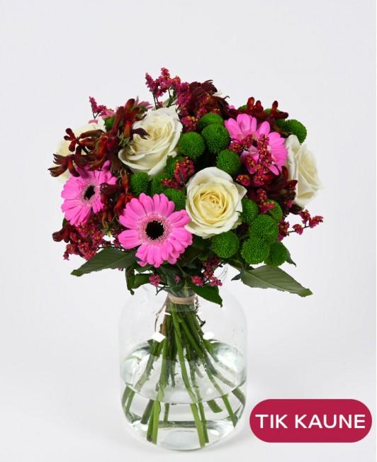 Gvazdikų puokštė su gerberomis ir rožėmis