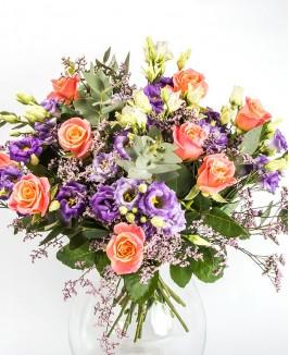 Įvairiaspalvė rožių ir eustomų puokštė