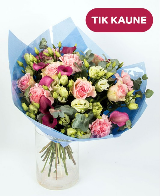 Įvairių gėlių puokštė su kalijomis