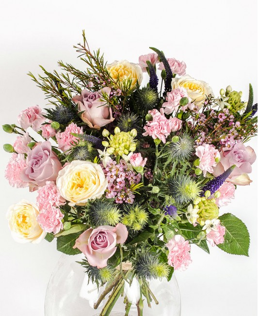Įvairių gėlių puokštė su veronikomis
