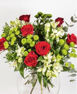 Klasikinė puokštė su raudonomis rožėmis