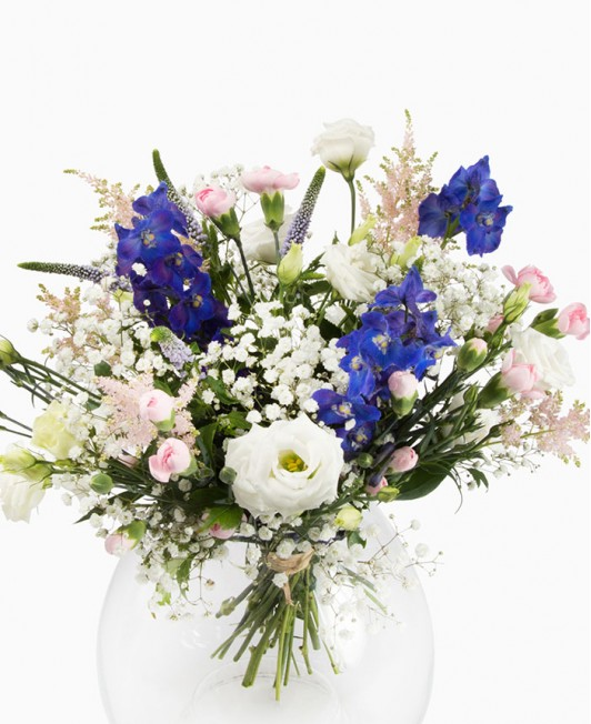 Puokštė su įvairiomis gėlėmis
