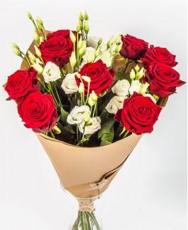 Raudonų rožių puokštė su eustomomis