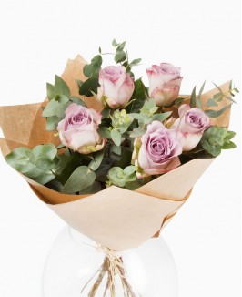 Rožės su eukaliptu