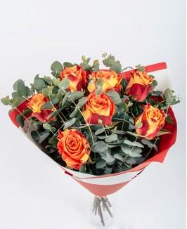 Valentino dienos puokštė su oranžinėmis rožėmis