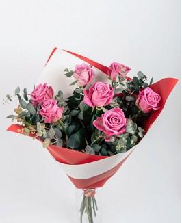 Valentino dienos puokštė su rožinėmis rožėmis