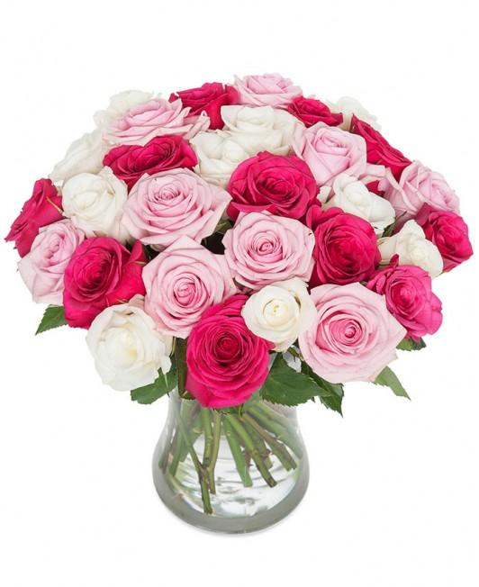 Rožinių ir baltų rožių puokštė
