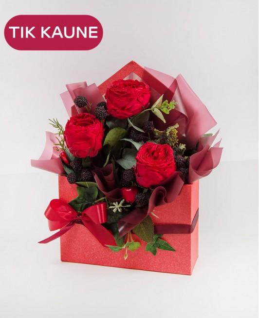 Raudona Valentino dienos kompozicija dėžutėje