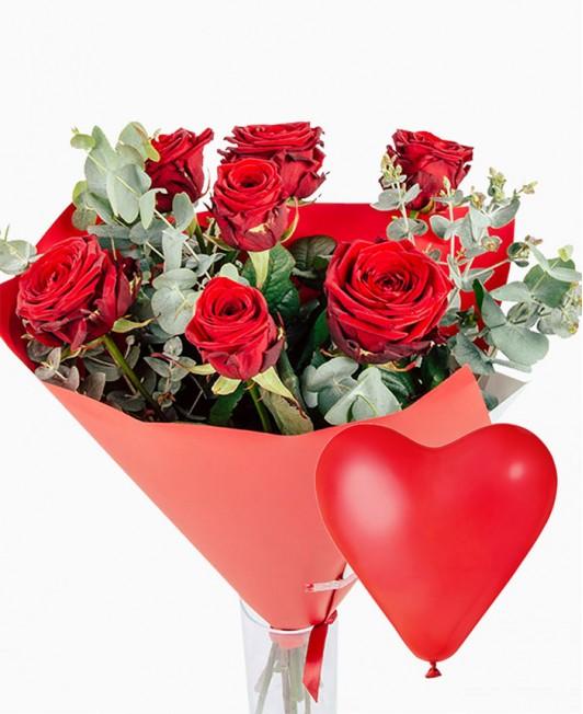 Raudonų rožių puokštė su širdelės formos balionu