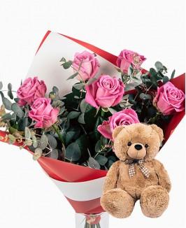 Rožinių rožių puokštė su meškinu (50cm)
