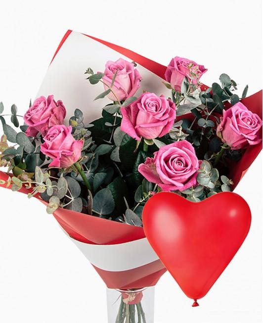 Rožinių rožių puokštė su širdelės formos balionu