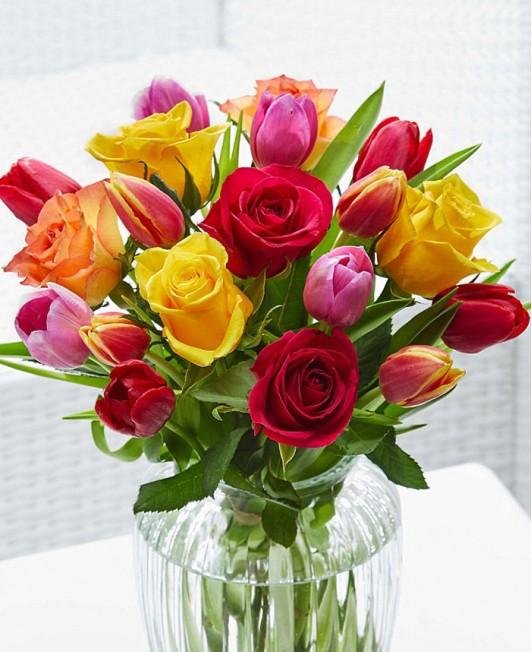 Rožių ir tulpių puokštė
