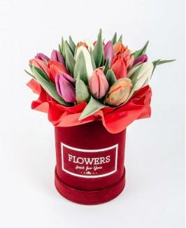 Valentino dienos gėlių dėžutė su tulpėmis